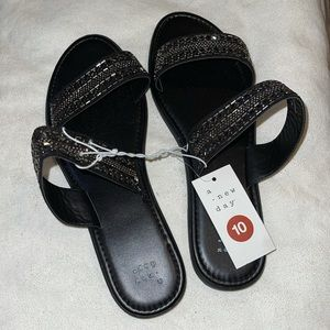 Dressy flat sandals with beads